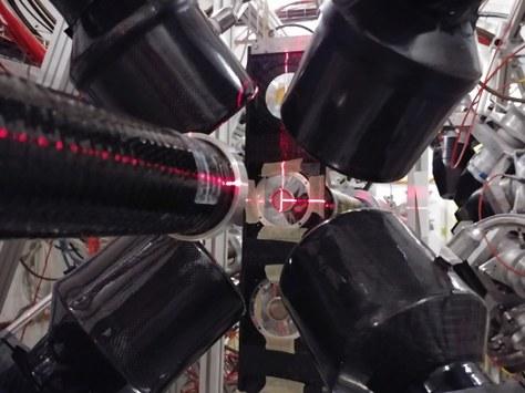 El sistema de detección de reacciones de captura radiativa de neutrones empleado en el experimento n_TOF, utilizado para determinar la sección eficaz de la reacción.