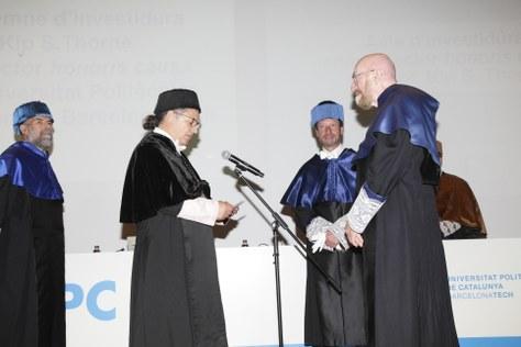 El Profesor Kip S. Thorne recibe el premio Nobel de Física